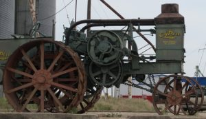 steam-engine-tractor